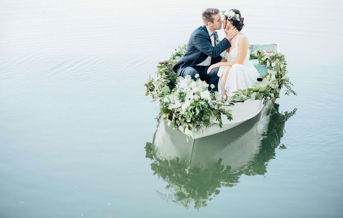 One trend we are loving at the moment is flower boats.